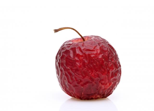 しなびたリンゴを肌に例えている